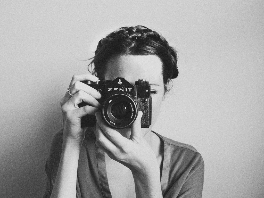"""Tilpy - Contest """"Girl Photographer in black and white"""""""